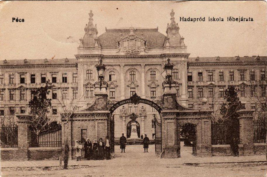 """A Hadapródiskola """"valamivel"""" szebb épület volt, mint az orvosi egyetemé (Forrás: aok.pte.hu)"""