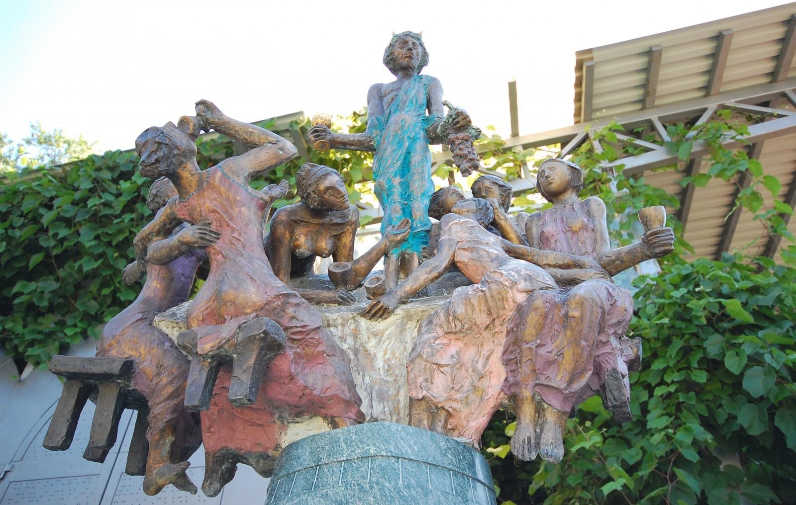 A borvidékünk tiszteletére emelték (Forrás: Szoborlap.hu)
