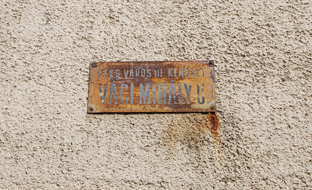 Van ahol már rozsdásodnak a régi kerület-táblák