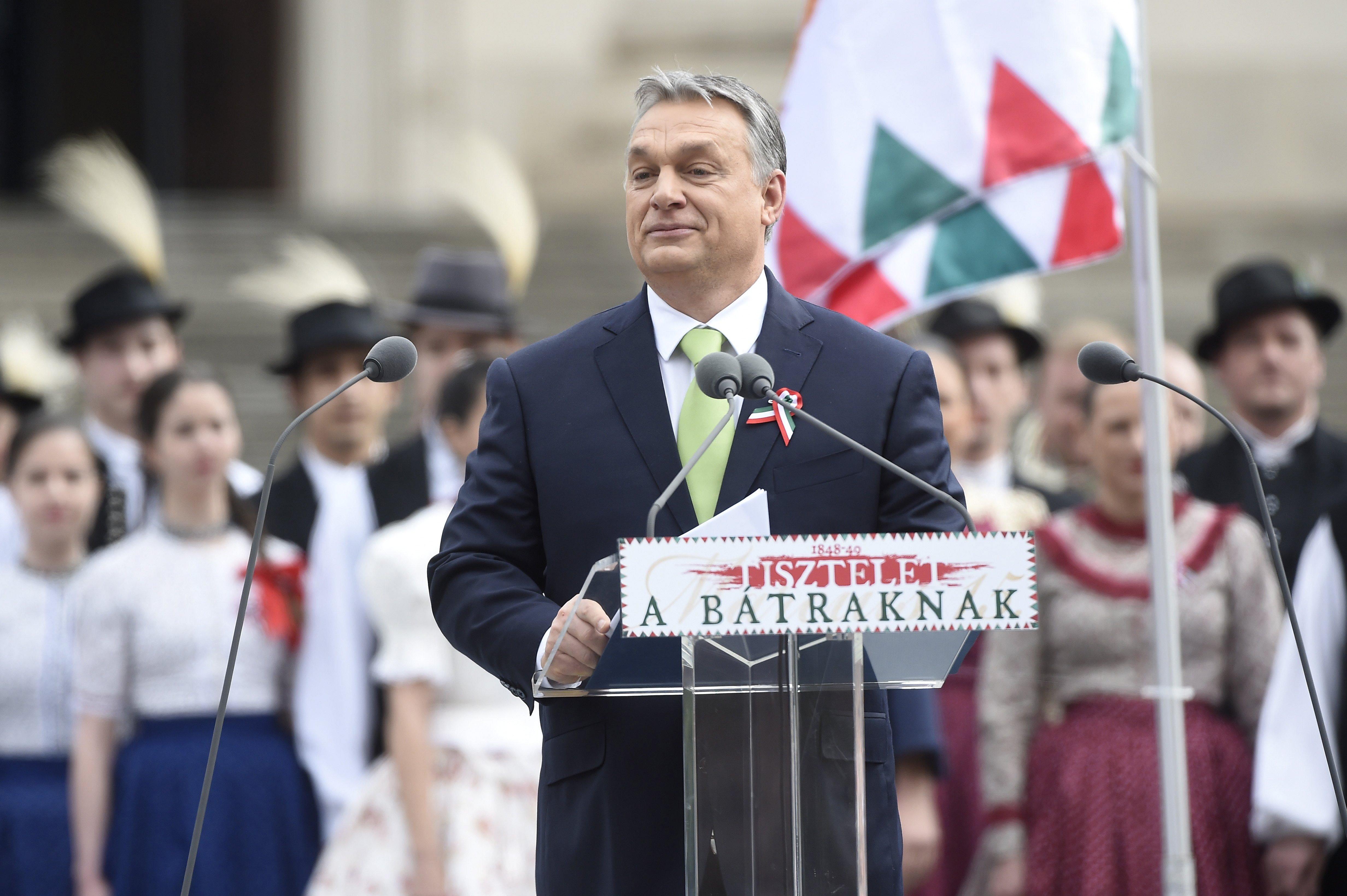 Budapest, 2017. március 15. Orbán Viktor miniszterelnök beszédet mond az 1848-49-es forradalom és szabadságharc 169. évfordulója alkalmából rendezett állami ünnepségen a Magyar Nemzeti Múzeum elõtt 2017. március 15-én. MTI Fotó: Kovács Tamás