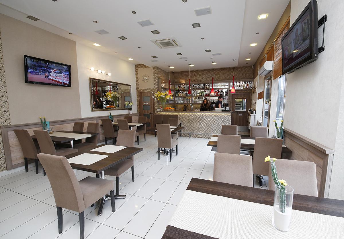 Az évek során bővítésre szorult az étterem
