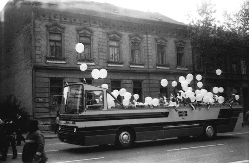 A majális partibusza, az 1980-as évek elején (Forrás: Régi Pécs Facebook)