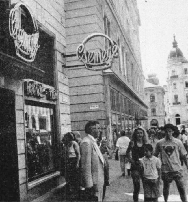 A Julius Meinl bolt a csemege helyén 1992-ben (Forrás: Régi Pécs Blog)
