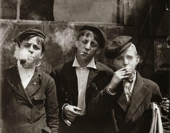 Az 1800-as évek végén így bagóztak a kisfiúk (illusztráció)