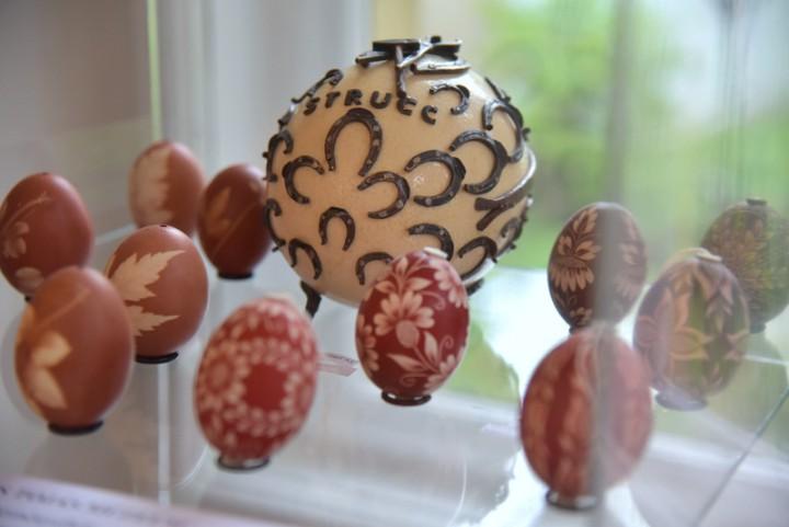 Patkolt tojás is látható Zengővárkonyból