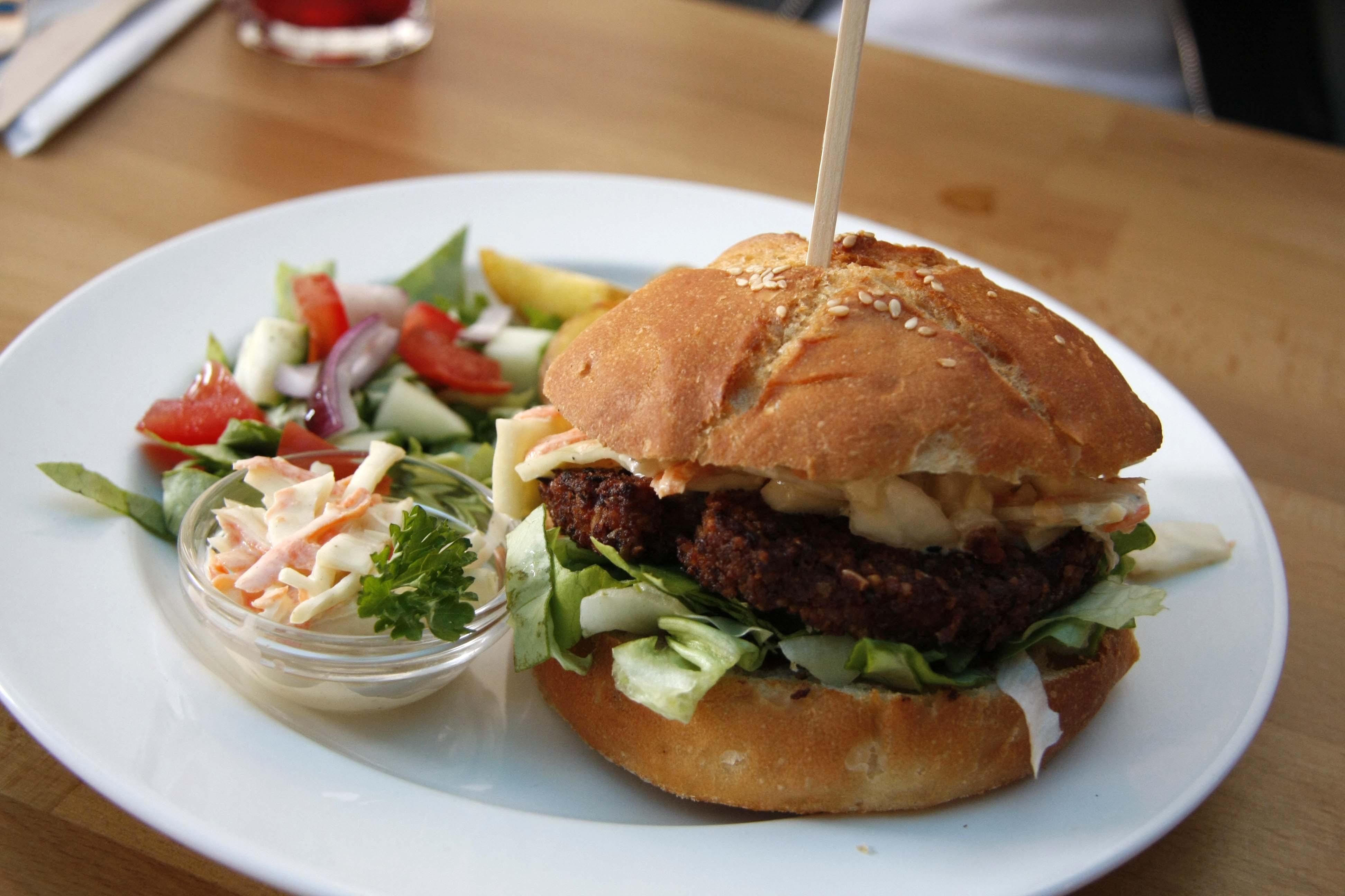 LYR, hamburger, vega, salata, etterem