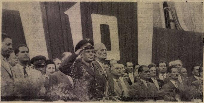 Gagarin a komlói naggyűlésen (Fotó: Hungaricana/Dunántúli Napló)