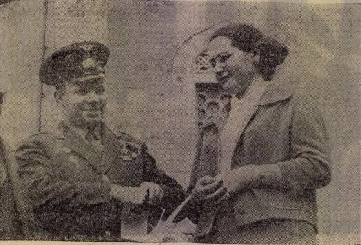 Gagarin és felesége a Széchenyi téren