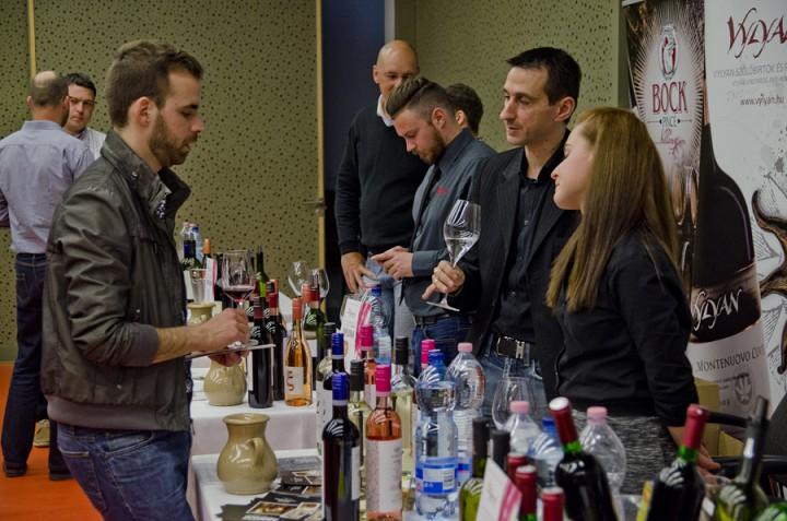 Mindenki belekóstolhat a legjobb borokba Palkonyán