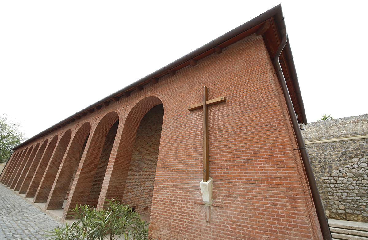 apostol szobrok, püspökség, hl02