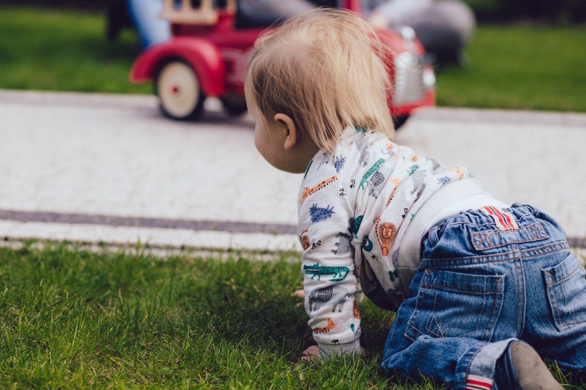 a 10 hónapos gyermek nem mászik