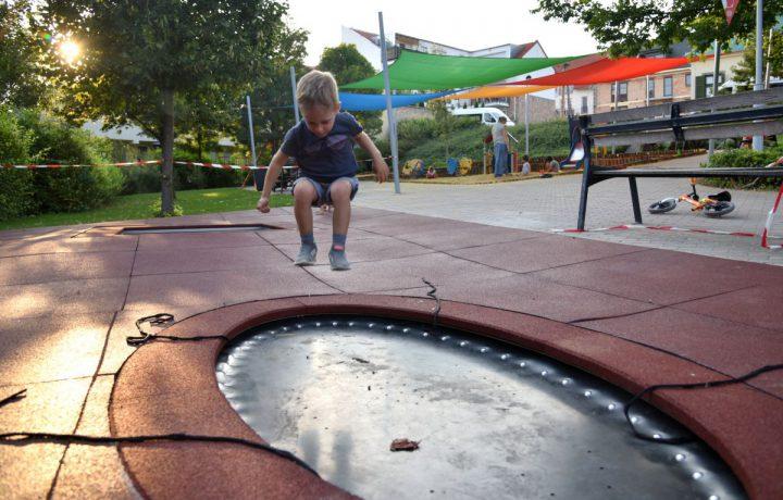 Zsolnay negyed játszótér trambulin